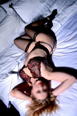 Ily live escort & erotic massage