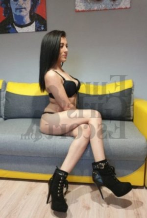 Oumnia nuru massage & escort girl