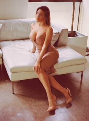 Alexandrine happy ending massage & live escorts