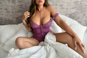 Alixane thai massage and live escort
