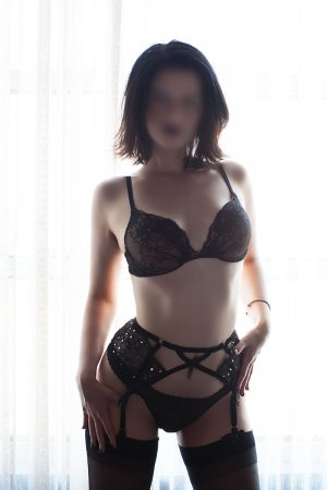 Ouleye escort in Ukiah & erotic massage